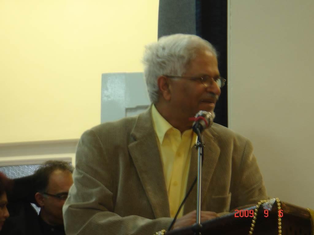 3Kavi Sammelan 2009 Mr Puri - Web