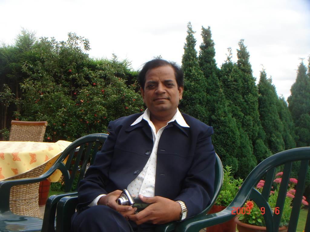Kavi Sammelan 2009 Vishnu Saxena - Web