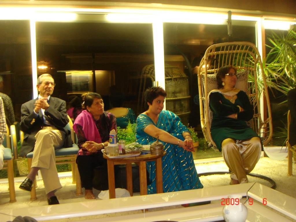 zKavi Sammelan 2009 After the event relaxing - Web